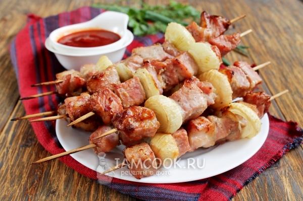 Шашлык в духовке на шпажках - 7 рецептов из свинины, курицы, индейки с овощами