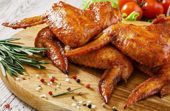 Куриные крылышки на мангале: рецепты закуски и маринада