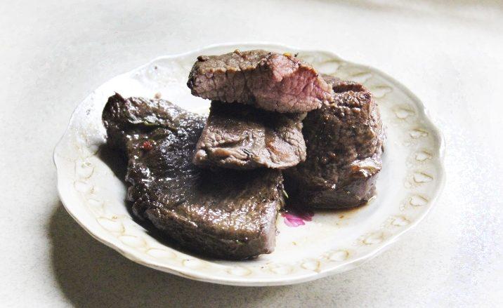 Стейк в духовке из говядины в фольге – сочное и нежное мясо