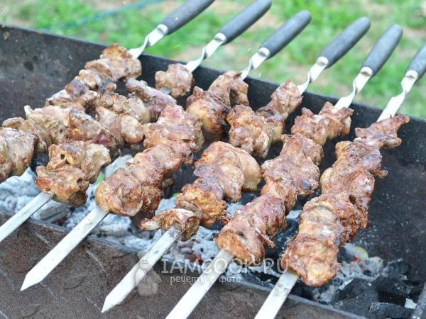 Как приготовить шашлык из куриной печени на мангале и в духовке