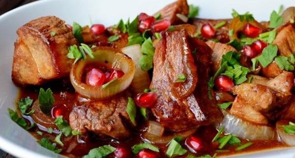Как приготовить армянский салат из печеных овощей на мангале