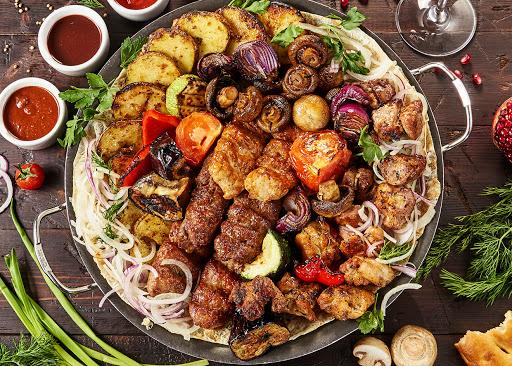 Что подать к шашлыку на праздничный стол: лучшие рецепты