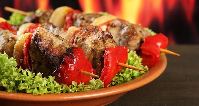 Рецепт шашлыка из свинины: как правильно замариновать и пожарить мясо на углях