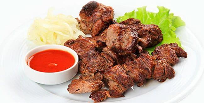 Как замариновать шашлык из свинины, чтобы мясо было мягким и сочным. вкусно и быстро.