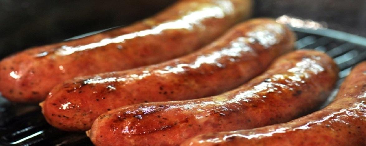 Как приготовить колбаски для жарки на мангале, в духовке, в мультиварке