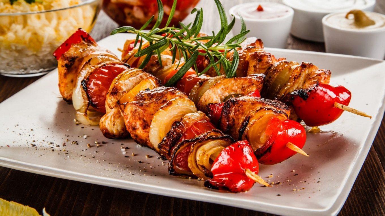 Как вкусно приготовить диетический шашлык из мяса курицы