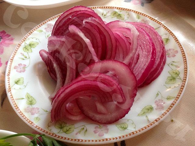 Как правильно замариновать лук для салата/ рецепт с фото | фоторецепт