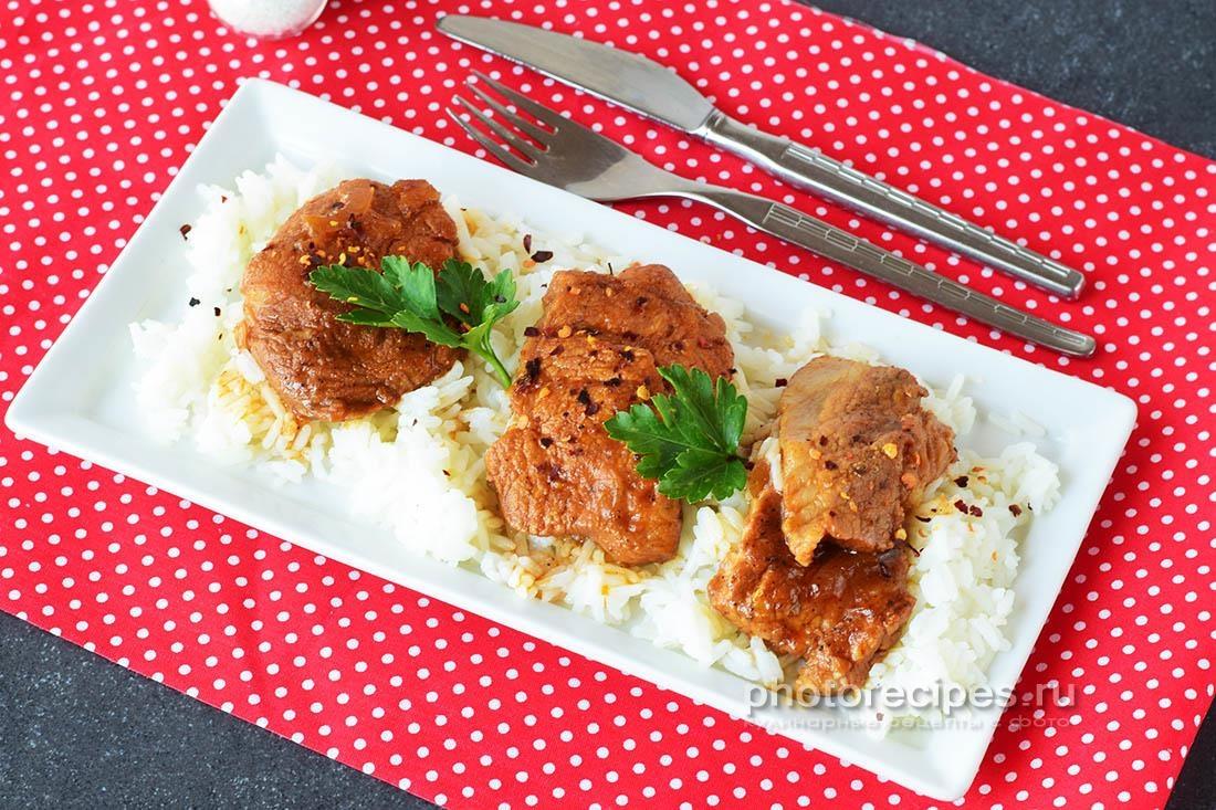 Шашлык на сковороде из свинины на шпажках