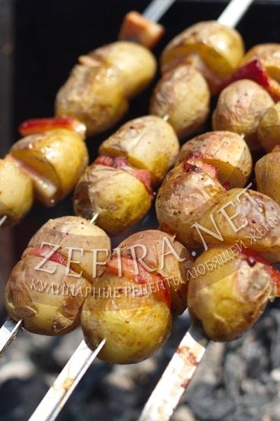Шашлык из картофеля с салом рецепт