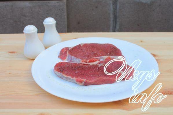 Как жарить стейк из говядины на сковородке