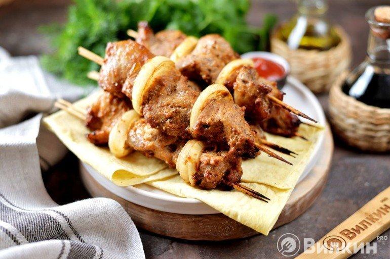 Шашлык на шпажках из свинины в духовке