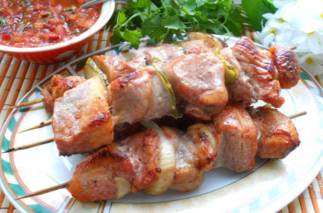 Шашлык на противне в духовке из свинины