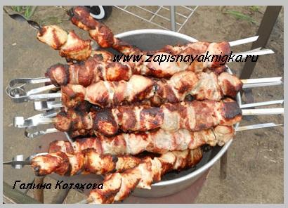 Как замариновать шашлык из свинины с уксусом и луком. вкусно и сочно.