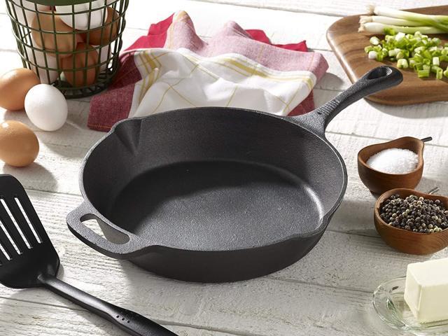 Как прокалить чугунную сковороду солью