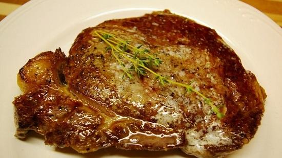 Свиной стейк из свинины: 16 домашних вкусных рецептов