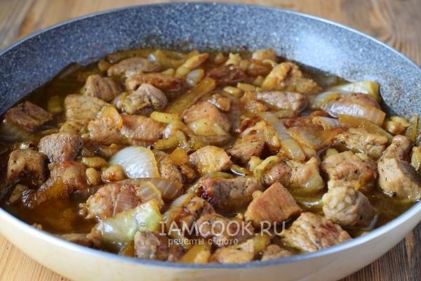 Поджарка из свинины с луком - 12 пошаговых фото в рецепте