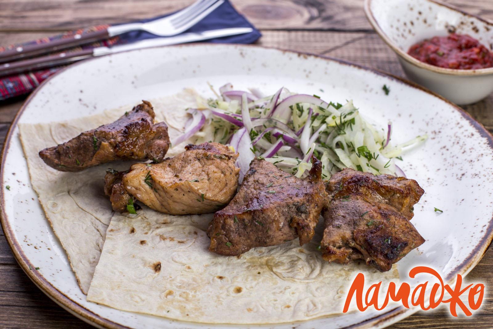 Люля-кебаб — как правильно приготовить, чтобы он был сочным и не отваливался с шампуров