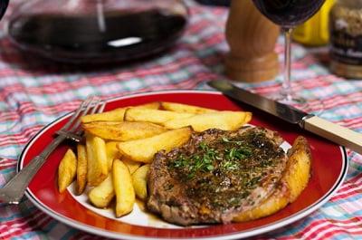 Как вкусно приготовить говядину на сковороде с подливой