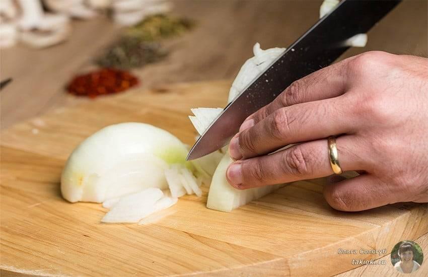 Маринуем вкусный, хрустящий лук к шашлыку и салатам — быстрые рецепты с уксусом и не только